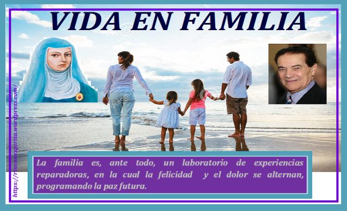familia-joven-feliz-que-camina-en-la-playa-39645725